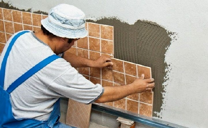 Як класти плитку на стіну або підлогу за технологією?
