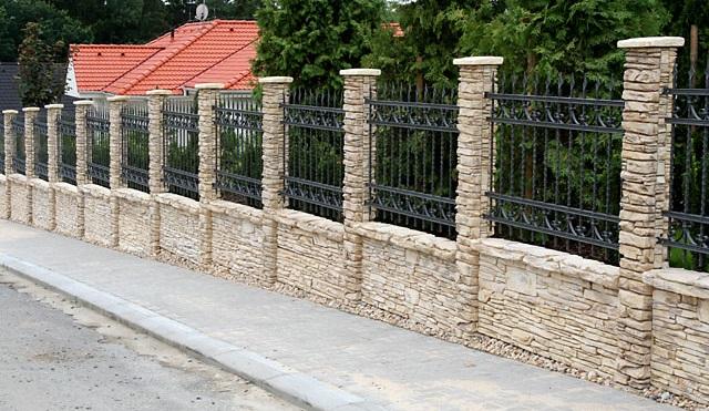 Які є види парканів та огорож?