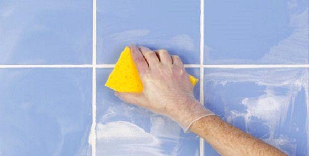 Як змивають клей і затирку з плитки?