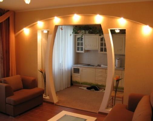 Міжкімнатні арки із освітленням на фото.