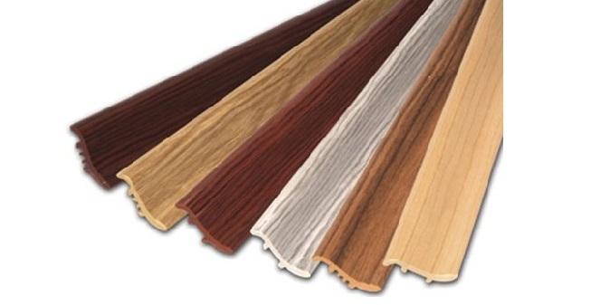 Плінтус дерев'яний для підлоги або стелі