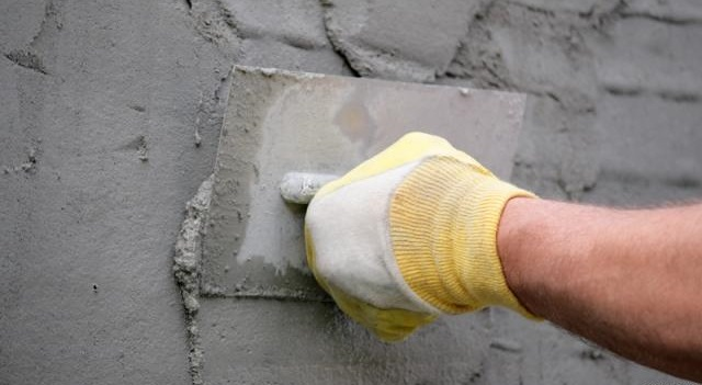 Як накидати штукатурку на стіну - прийоми.