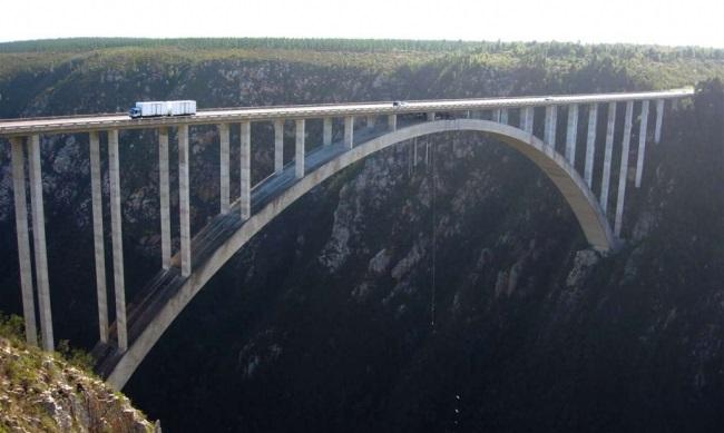 В Африці будують мости