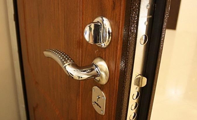 Заміна металевих дверей своїми руками