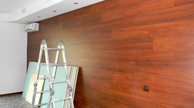 Як кріпити ламінат до стіни?