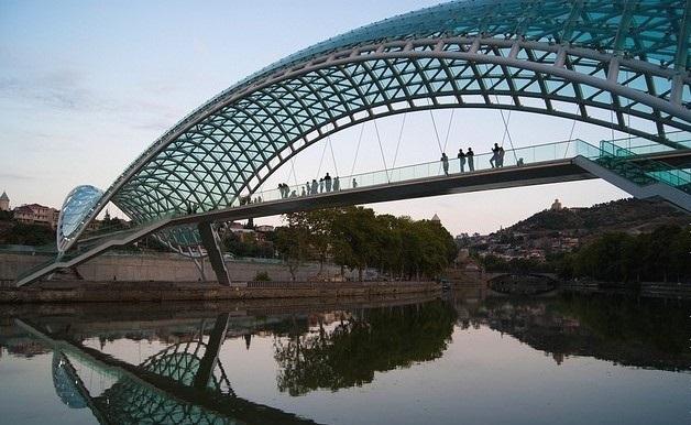 Міст Світу в Тбілісі, Грузія