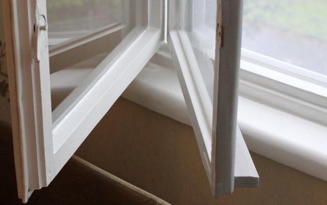 Утеплення пластикових вікон власноручно.