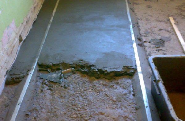 Укладання плитки на підлогу самому.