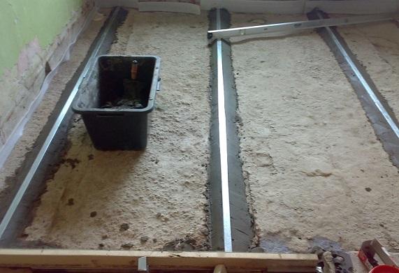 Вирівняємо підлогу із бетону.