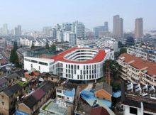 Справжній стадіон на даху школи.