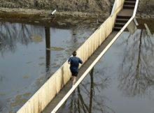 Невидимий міст в Нідерландах.