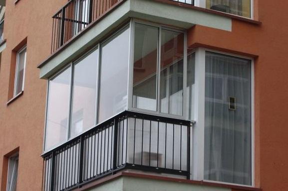 Скління балкону алюмінієвим профілем.