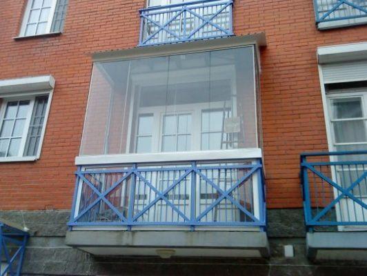 Холодне скління балкону.