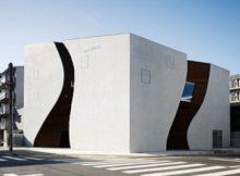 У Японії побудували будівлю із вигинами, немов жіноче тіло
