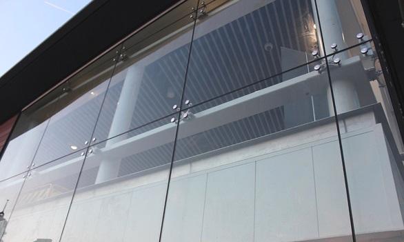 Безрамне скління фасадів