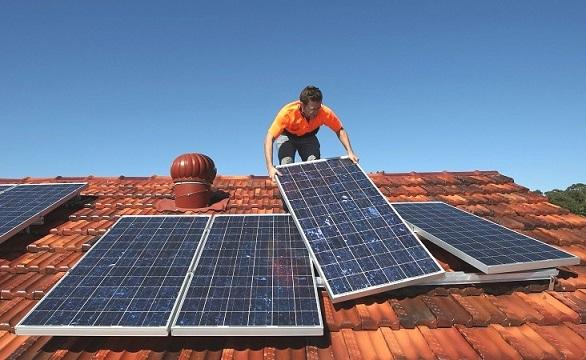 Встановленням сонячних батарей повинні займатися професіонали