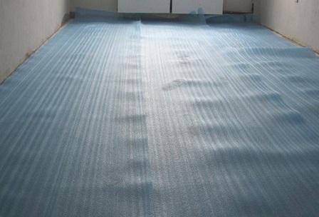Укладка підкладки - ізоляція із плівки.