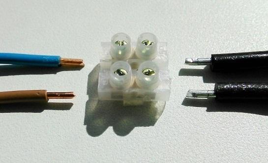 З'єднання мідного і алюмінієвого дроту.
